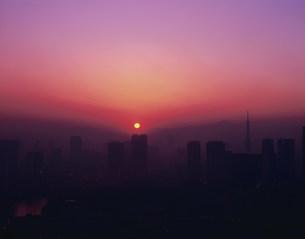 汐サイトの夕焼けと富士山の写真素材 [FYI04026035]