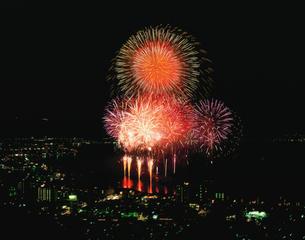 諏訪湖祭湖上花火大会の写真素材 [FYI04026085]