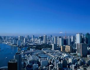 築地市場と湾岸のビル群と富士山の写真素材 [FYI04026087]