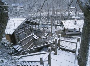 湯川温泉 露天風呂へ向かう階段の写真素材 [FYI04026358]