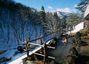冬の稲住温泉の露天風呂 秋の宮温泉郷の写真素材 [FYI04026380]