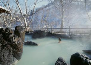 松川温泉峡雲荘露天風呂の写真素材 [FYI04026386]