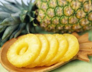パイナップルの輪切の写真素材 [FYI04026402]