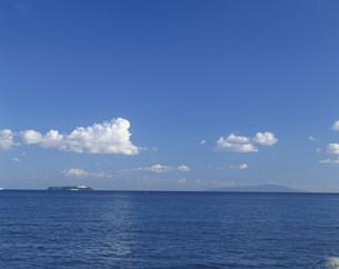 熱海港から初島・大島を望むの写真素材 [FYI04026448]