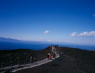 割れ目噴火口遊歩道の写真素材 [FYI04026526]