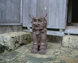 中村家住宅のシーサーの写真素材 [FYI04026605]