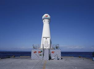 伊豆大島 あんこ灯台(岡田港)の写真素材 [FYI04026891]