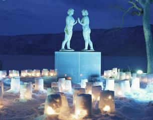 十和田湖冬物語 乙女の像の写真素材 [FYI04026897]