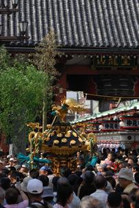 浅草三社祭の写真素材 [FYI04027182]