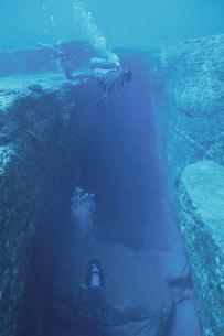 海底遺跡ポイントの拝所の写真素材 [FYI04027239]