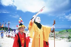 黒島の豊年祭ミルク行列の写真素材 [FYI04027251]