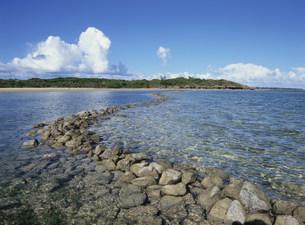 小浜島の魚垣文化庁の文化的景観の写真素材 [FYI04027401]