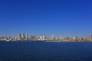 お台場から東京湾岸のビルの写真素材 [FYI04027555]