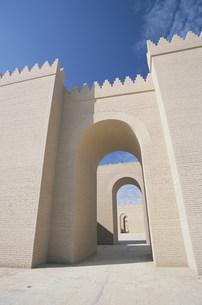 バビロン遺跡 連なる囲壁の写真素材 [FYI04027683]
