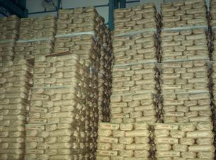 玄米30キロ紙袋の積付けの写真素材 [FYI04027784]