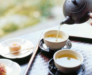 緑茶と饅頭の写真素材 [FYI04028292]