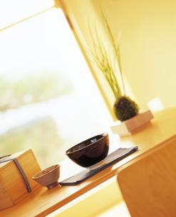 机の上の茶碗 和室の写真素材 [FYI04028340]