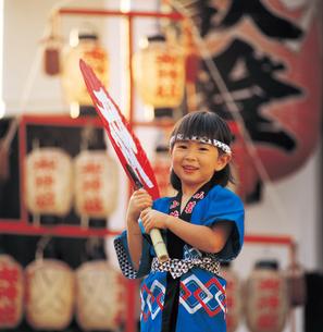 祭りの子供の写真素材 [FYI04028371]
