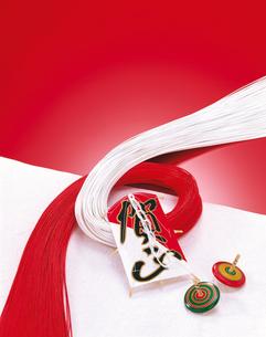 正月イメージ 紅白の水引と凧の写真素材 [FYI04028376]