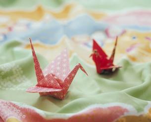 着物と折り鶴の写真素材 [FYI04028423]