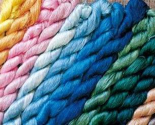 色々な色の絹糸の写真素材 [FYI04028493]