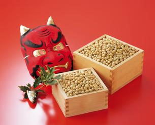 面と豆とヒイラギ 節分の写真素材 [FYI04028518]