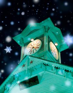 冬の夜の時計台の写真素材 [FYI04028713]