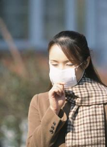 マスクをした女性の写真素材 [FYI04028723]