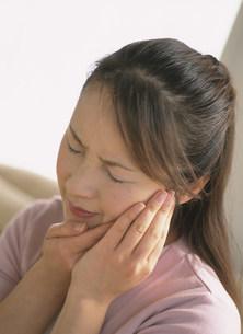 歯痛の女性の写真素材 [FYI04028730]
