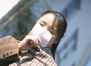マスクをした女性の写真素材 [FYI04028731]