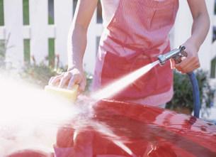 洗車をする手の写真素材 [FYI04028798]