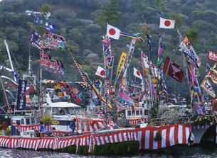 大漁旗の船の写真素材 [FYI04028991]