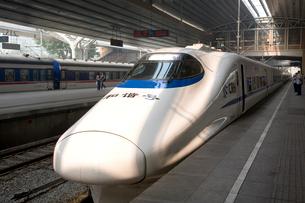 北京駅の新幹線の写真素材 [FYI04029011]