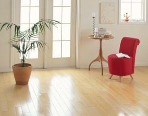 赤い椅子と丸テーブルの写真素材 [FYI04029115]