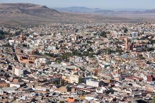 プーファの丘からサカテカスの町並み眺望の写真素材 [FYI04029278]