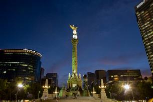 独立記念塔夜景の写真素材 [FYI04029329]