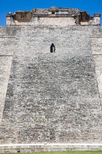 ウシュマル遺跡 魔法使いのピラミッドの写真素材 [FYI04029389]