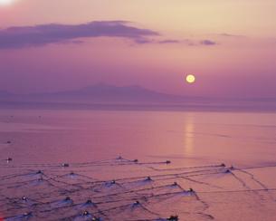 クナシリの夜明けとスケソウ漁の写真素材 [FYI04029479]