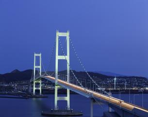 白鳥大橋ライトアップ 室蘭市の写真素材 [FYI04029624]