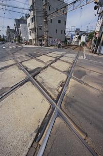 路面電車「阪堺電気軌道」 住吉平面交差の写真素材 [FYI04030180]