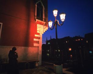 夕暮の街角の写真素材 [FYI04030328]