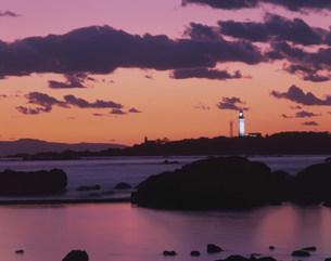 夕焼の野島崎灯台の写真素材 [FYI04030354]