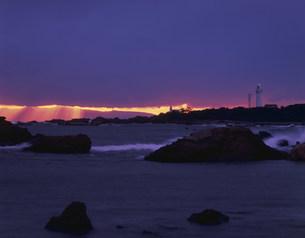 夕焼の野島崎灯台の写真素材 [FYI04030359]