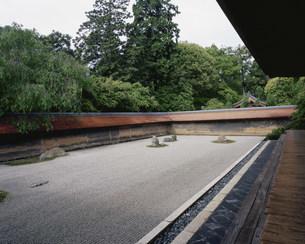 庭園(枯山水) 油土塀 龍安寺の写真素材 [FYI04030783]