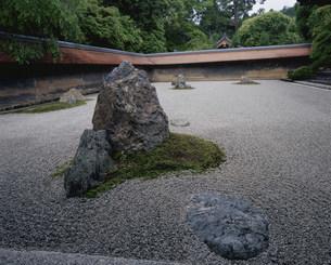 庭園(枯山水) 油土塀 龍安寺の写真素材 [FYI04030785]