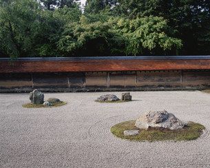 庭園(枯山水) 油土塀 龍安寺の写真素材 [FYI04030787]