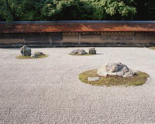 庭園(枯山水) 油土塀 龍安寺の写真素材 [FYI04030788]
