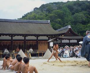 上賀茂神社の烏相撲の写真素材 [FYI04032242]