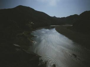 月光の北山川の写真素材 [FYI04032652]