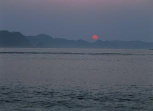 那智の浜の夜明けの写真素材 [FYI04032681]